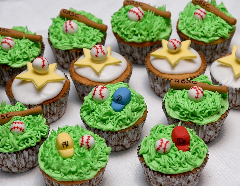 baseball cupcakes_5641